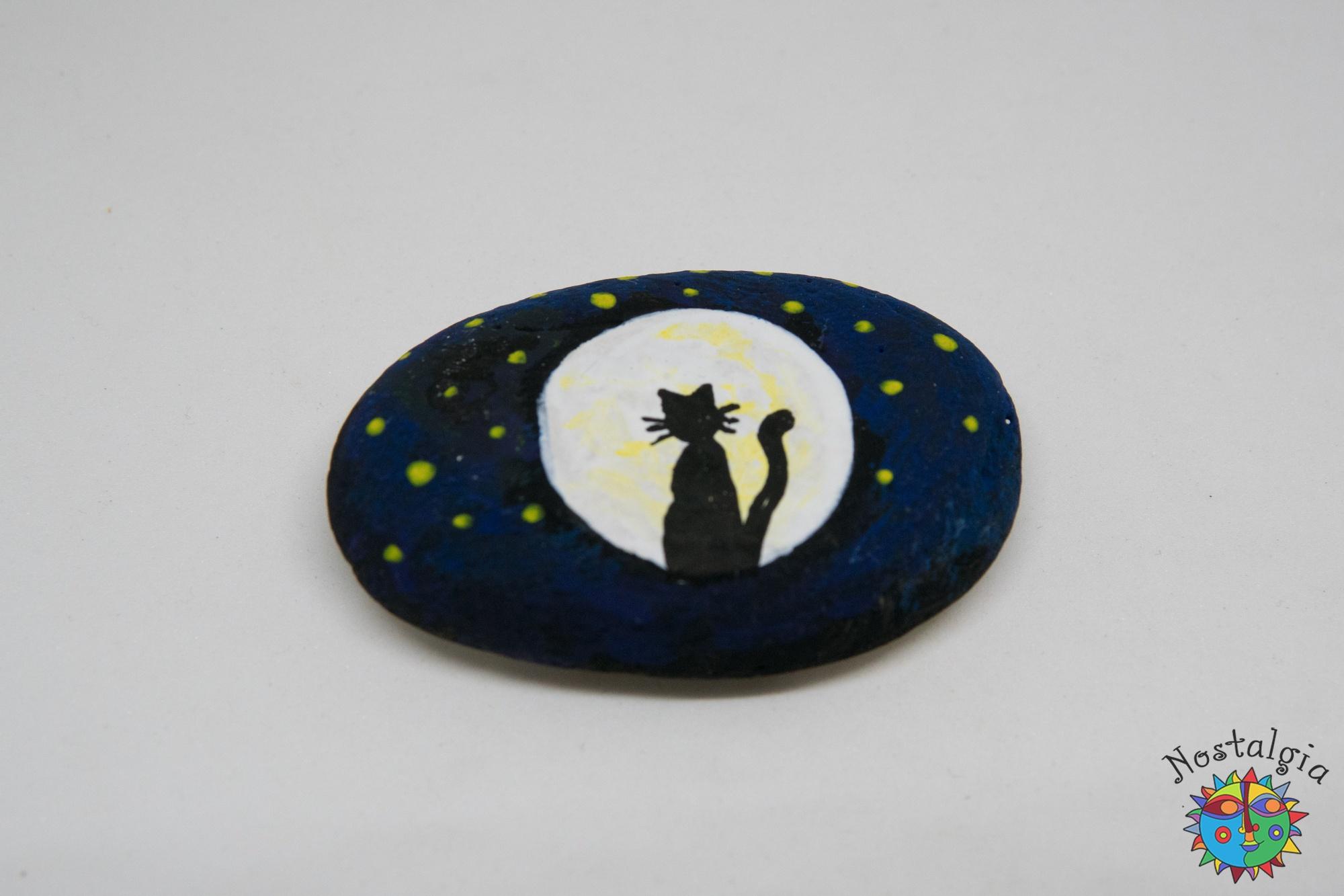 Γάτα με φεγγάρι